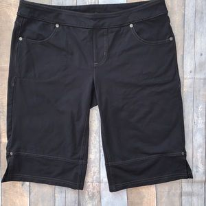 ATHLETA Bettona Bermuda Black Shorts